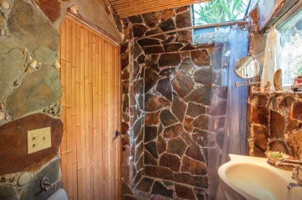 Tropical-Tiny-House-in-California-008-600x398