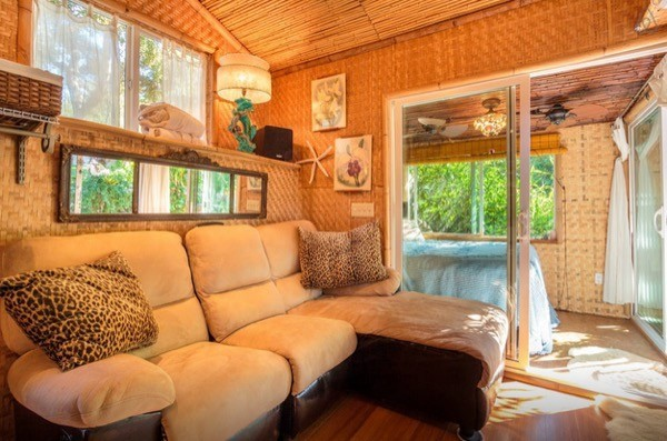 Tropical-Tiny-House-in-California-009-600x397