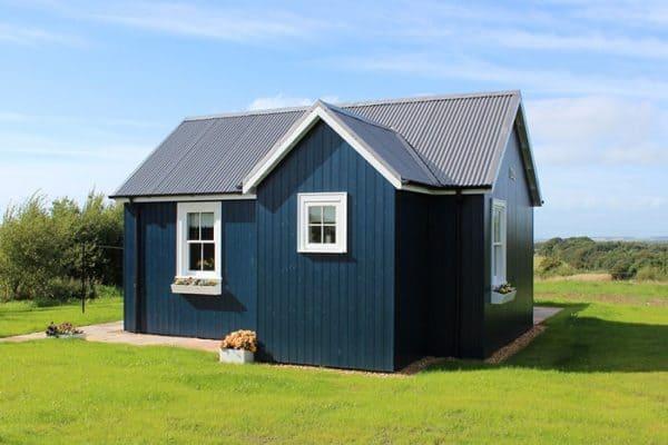 blue-compact-cottage-1