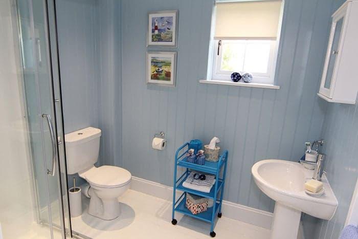 blue-compact-cottage-15