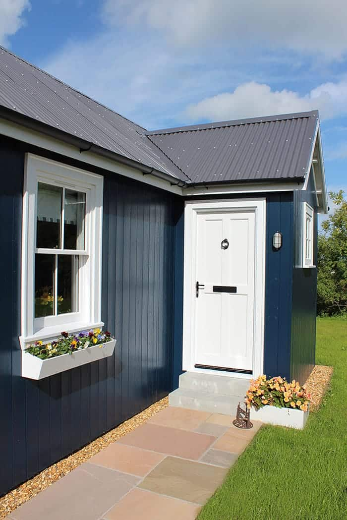 blue-compact-cottage-3