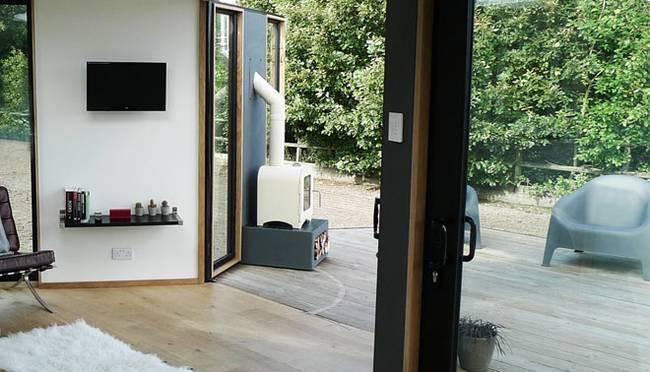 hivehaus-modular-offgrid-home-barry-jackson-9.jpg.650x0_q70_crop-smart