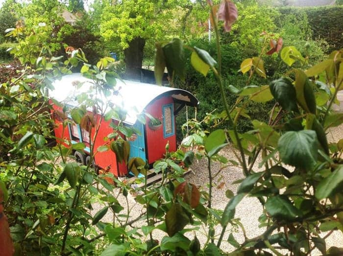 the-red-caravan-12