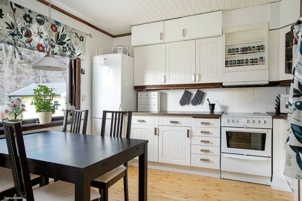 645-sq-ft-small-house-with-basement-in-sweden-04-600x400