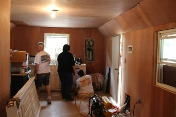 Homeless-83-year-old-Widow-Gets-Barn-Tiny-Home-010-600x400