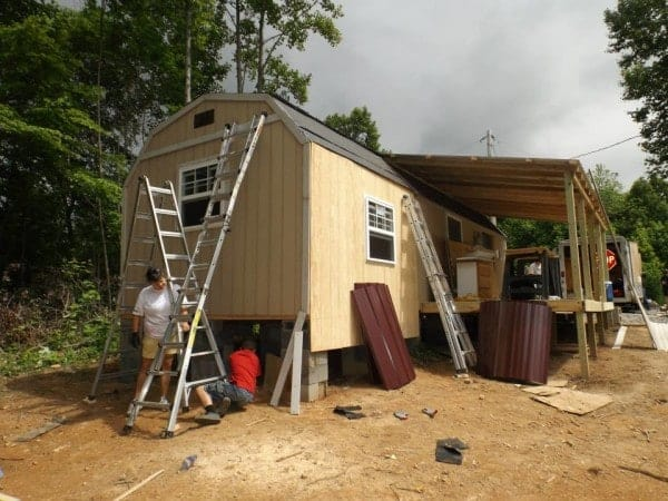 Homeless-83-year-old-Widow-Gets-Barn-Tiny-Home-014-600x450
