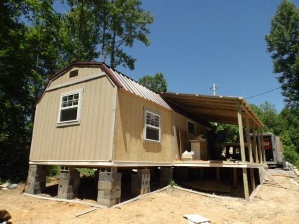 Homeless-83-year-old-Widow-Gets-Barn-Tiny-Home-03-600x450
