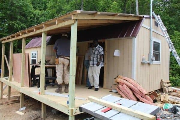 Homeless-83-year-old-Widow-Gets-Barn-Tiny-Home-04-600x400