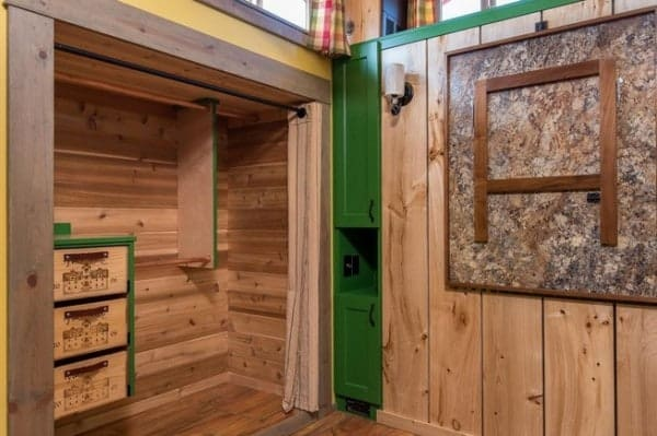 Jerry-and-Rene-Slide-Out-Tiny-House-3-600x399