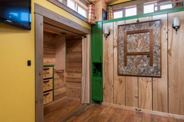 Jerry-and-Rene-Slide-Out-Tiny-House-600x398