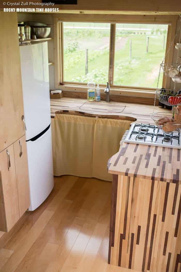 12 tiny house kitchen designs we love - Home plans with large kitchens ...