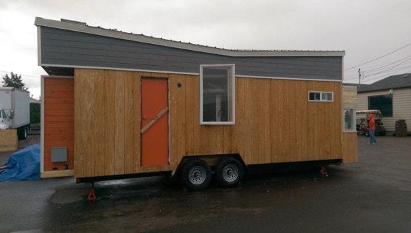 Tiny-Giant-House-001-600x340