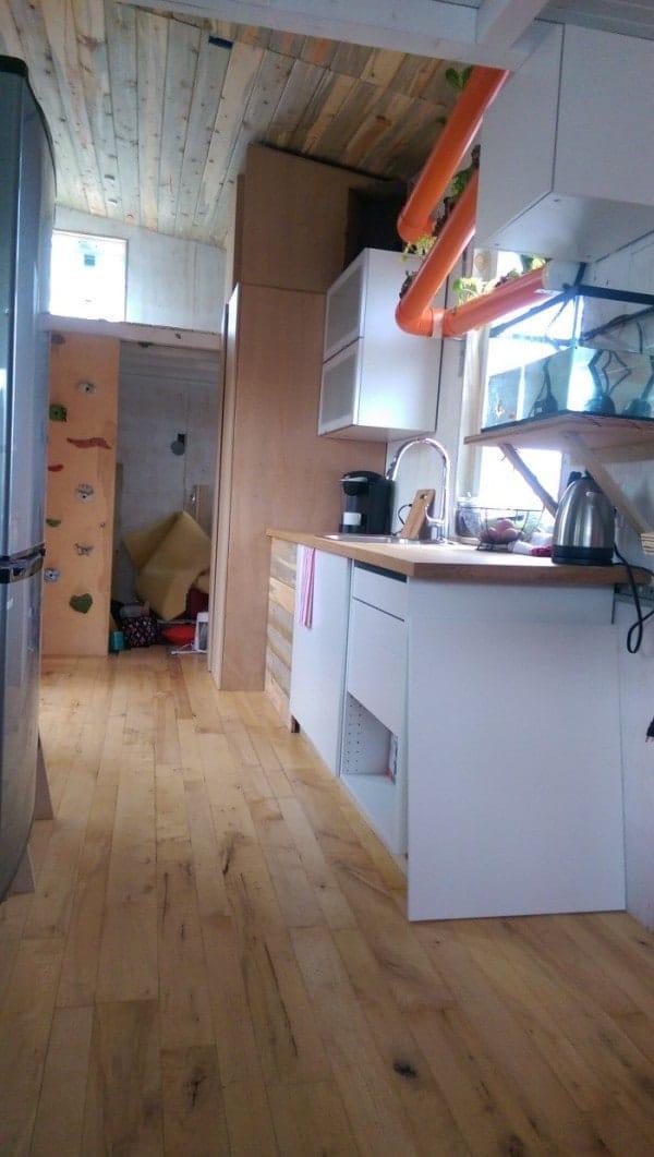 Tiny-Giant-House-0013-600x1061