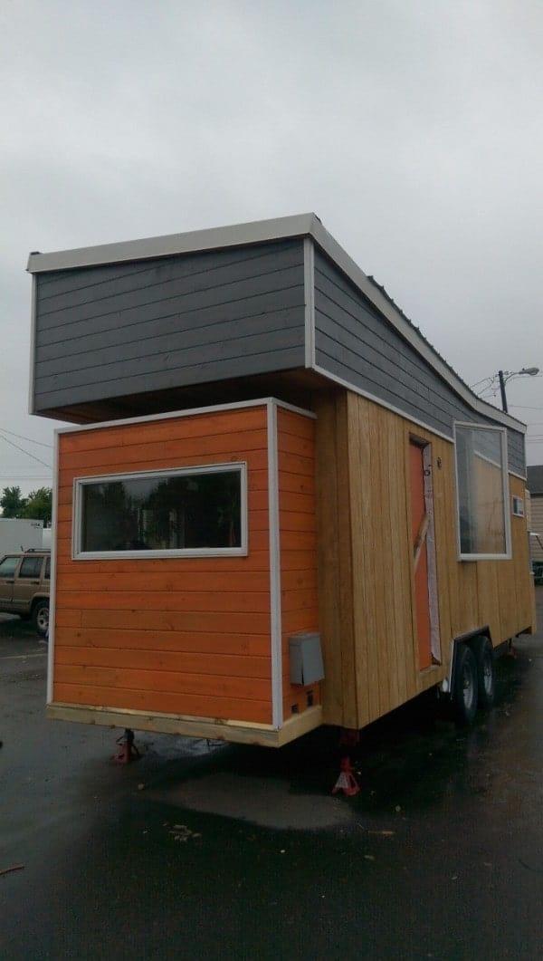 Tiny-Giant-House-005-600x1061