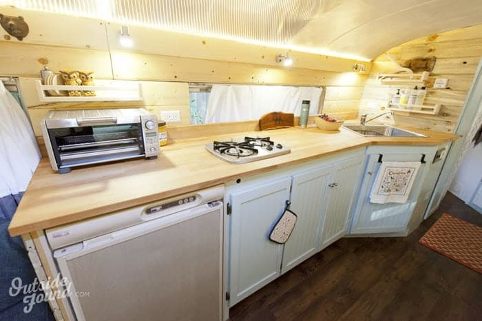 It looks like an ordinary school bus but inside pure style luxury and comfort - Wonderful kitchen layout plans for totally comfortable cooking time ...