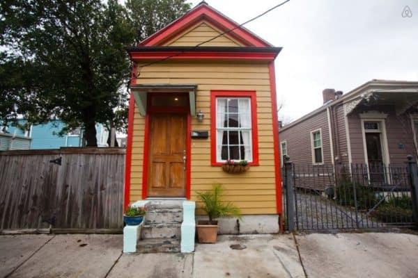 irish-channel-shotgun-cottage-exterior2