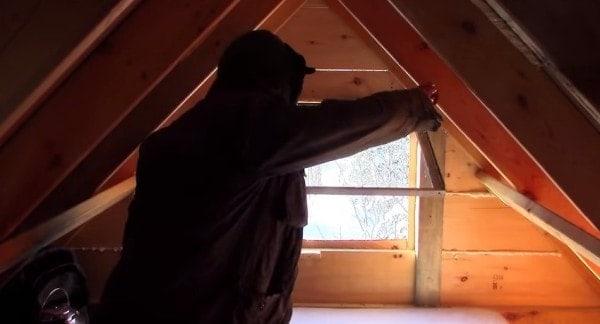 man-builds-tiny-log-cabin-for-500-bucks-012-600x324