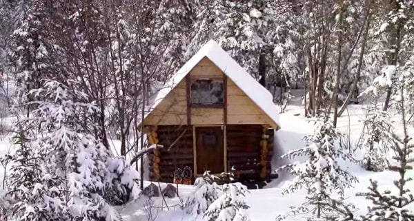 man-builds-tiny-log-cabin-for-500-bucks-014-600x321