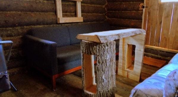 man-builds-tiny-log-cabin-for-500-bucks-06-600x329