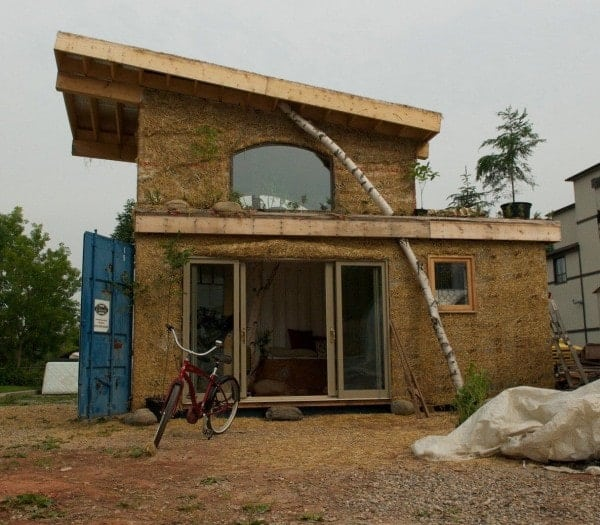 tiny-container-house-with-cob-container-house-ontario-01-600x525