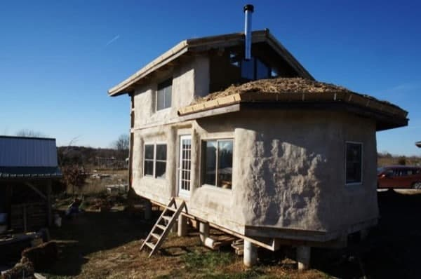 500-sq-ft-timber-frame-straw-bale-tiny-house-001-600x398