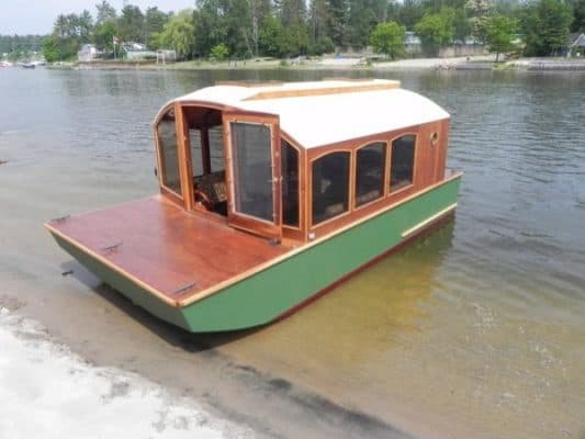DIY Houseboat Shows How Simplicity Is The Ultimate Sophistication