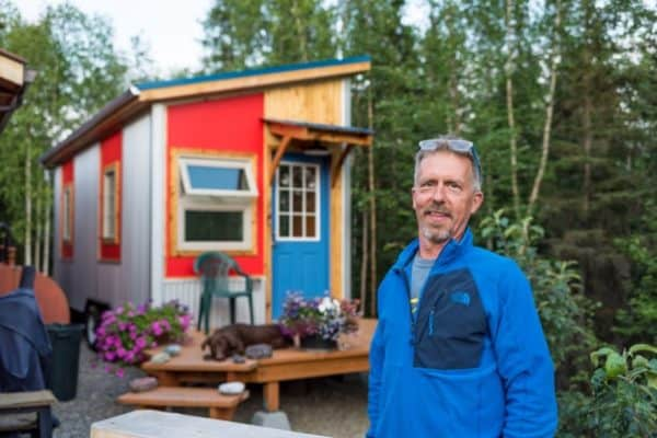 "He Downsized From His Log Cabin Into The ""Midnight Sun"" Tiny House"