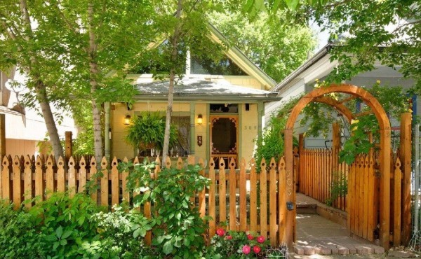 Cozy, Cute, & Totally Charming 550sf Historic Cottage