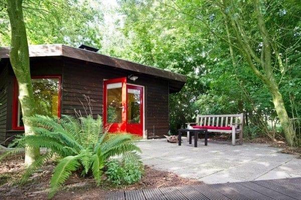 Octagon-Cottage-Netherlands-001-600x398