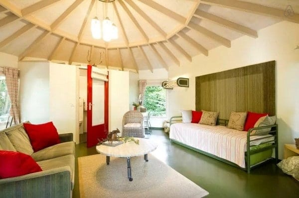 Octagon-Cottage-Netherlands-004-600x397