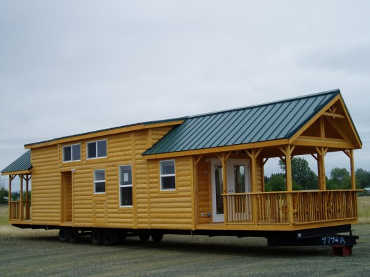 Elegant Park Model Log Home Shows Off A Superb Interior Design