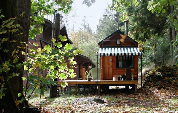 little-tiny-house-001