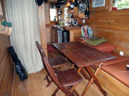 very-small-house-family-storage_8db5d193bbaccb402ba7f8cd010e39a0