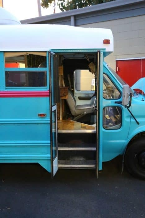 1988-Ford-Ecoline-350-Short-Bus-Conversion-001a-600x900