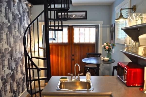 Birdhouse-Downtown-Asheville-Tiny-Living-0014-600x397