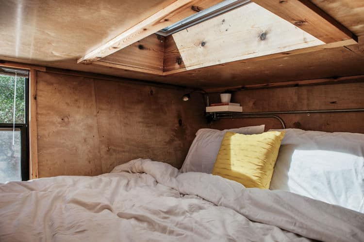 going_mobile_woody_the_trailer_bedroom_velux_skylight