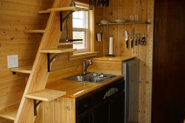 Aarons-Craftsman-Tiny-Home-on-Wheels-using-Modified-Dan-Louche-Plans-009-600x400