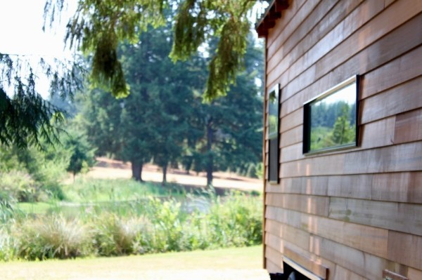 Modern-Tiny-Cabin-on-Wheels-by-Tiny-Heirloom-0013-600x399