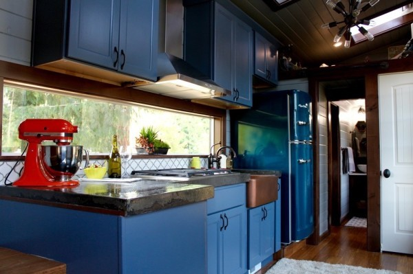 Modern-Tiny-Cabin-on-Wheels-by-Tiny-Heirloom-003-600x399
