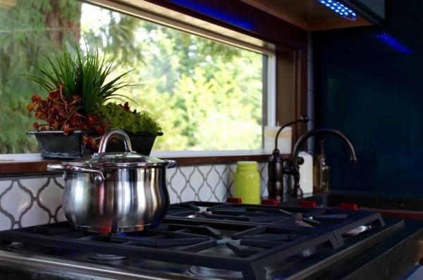 Modern-Tiny-Cabin-on-Wheels-by-Tiny-Heirloom-005-600x398