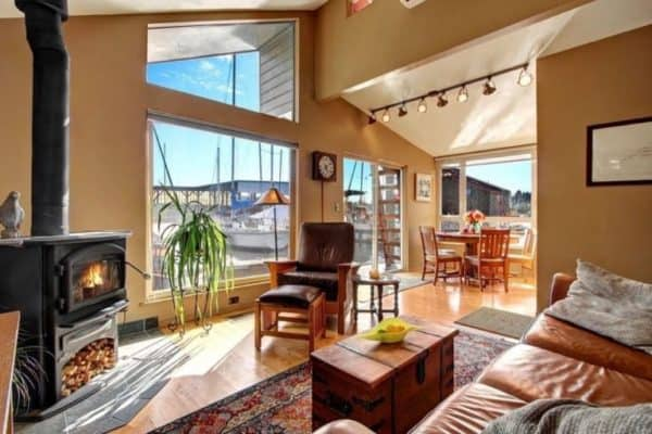 Gorgeous half-million-dollar houseboat sells in Seattle