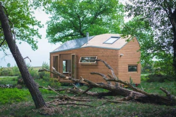 True off-grid living in a stylish Dutch tiny house
