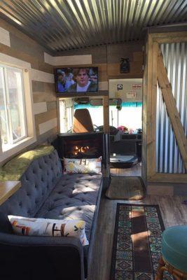 John Amp Deb S Fun Amp Functional Bodega Bus Tiny House For