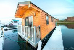 A comfortable park model houseboat from an experienced RV builder