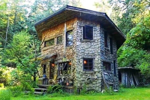 Love drummer's naturalistic Washington State cabin