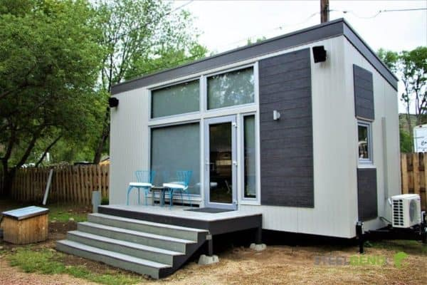 Steelhaus prefab marries solid steel-frame construction to thermally efficient insulating panels