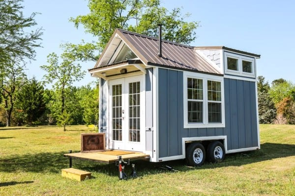 adorable little 16 foot cottage on wheels rh tinyhousefor us cottage on wheels prince george cottage on wheels sandbanks