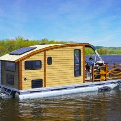 Le Koroc: Daigno's amazingly capable micro houseboat